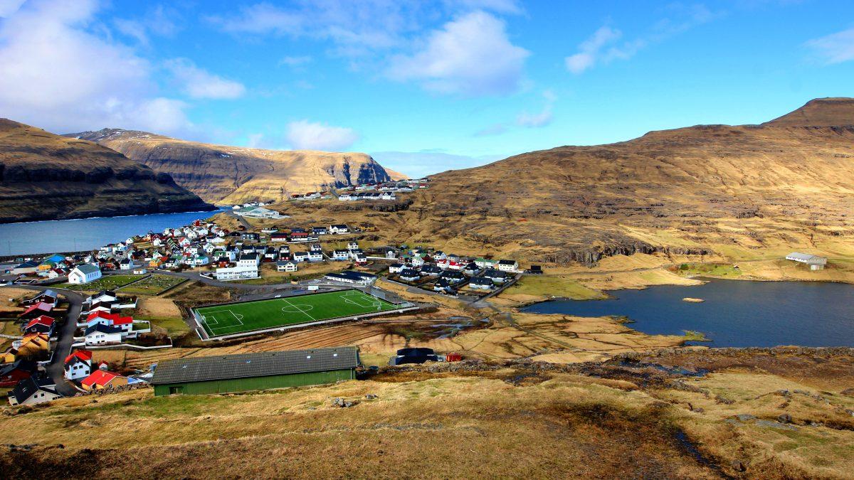 Isole Faroe   Lo stadio immerso tra mare e terra
